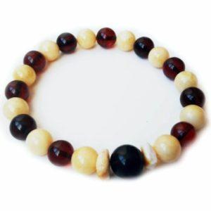 Мужской браслет из молочного и вишневого янтаря