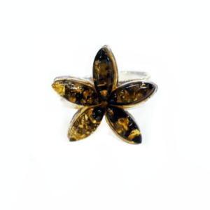 Кольцо зеленого цвета в виде цветка