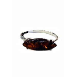 Кольцо с янтарем коньячного цвета