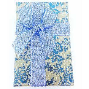 Подарочная коробочка с синими цветами