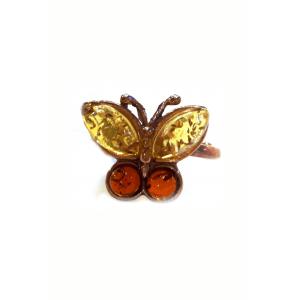 Кольцо с янтарем в виде бабочки