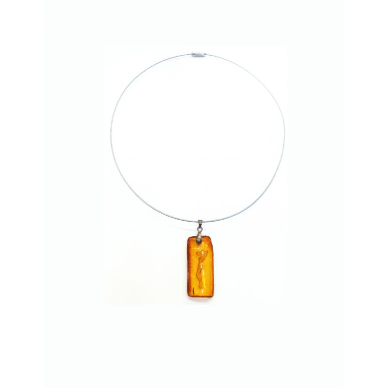 Кулон-инталия из натурального янтаря