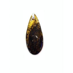 Кулон из янтаря с включениями растений