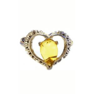 Кольцо с янтарем лимонного цвета