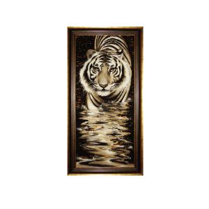 Картина из янтаря крадущийся Тигр