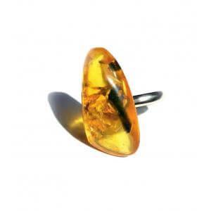 Кольцо с янтарем природной формы