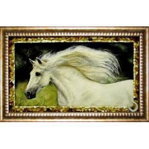 Картина из янтаря.Великолепный конь.