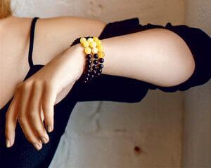 браслеты из черного янтаря