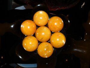 шары из медового янтаря