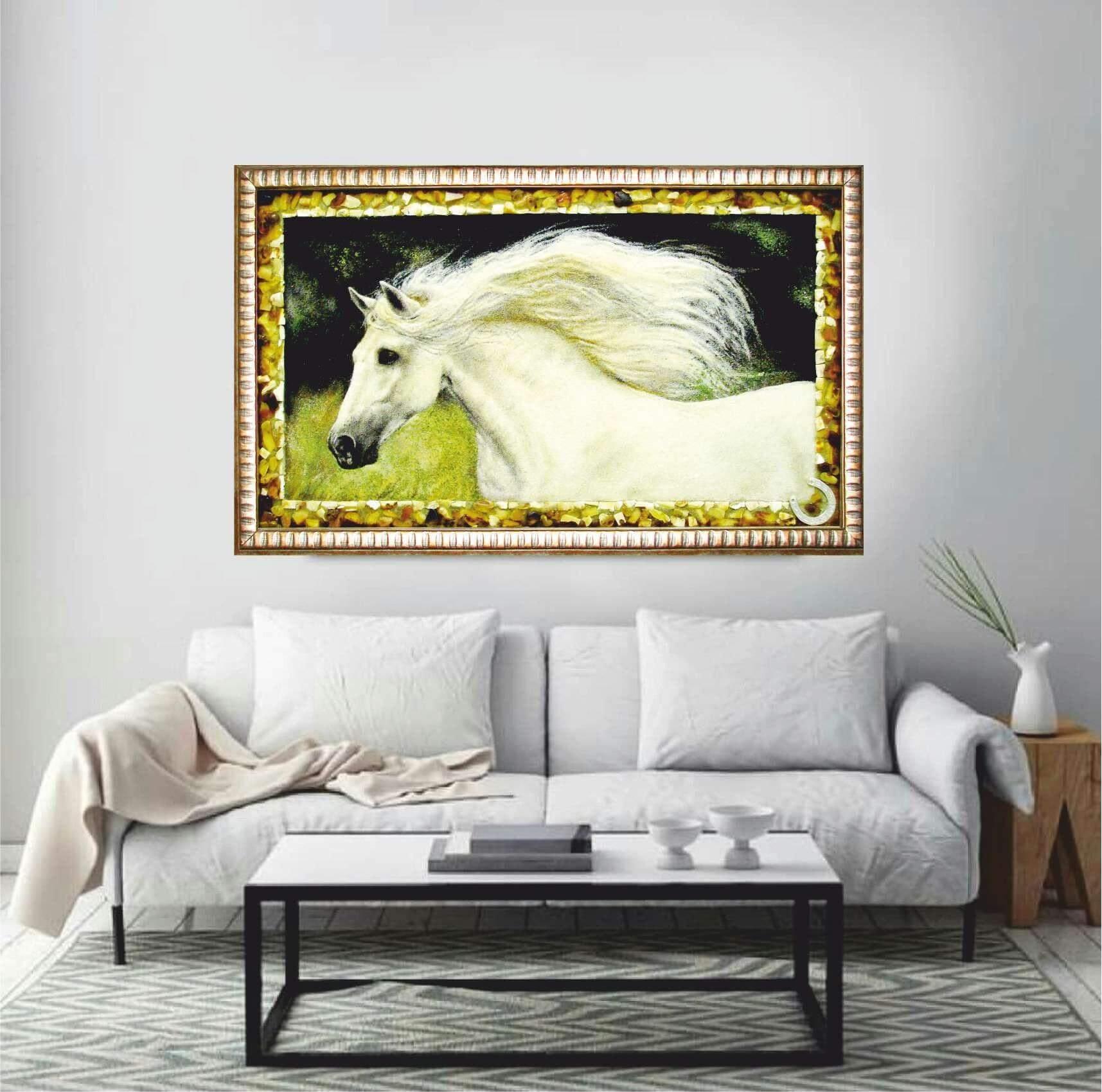 """картина из янтаря """"белый конь"""" в интерьере"""