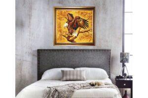 """картина из янтаря """"ОРЕЛ"""" в интерьере"""