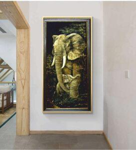 """картина с янтарем """" слоны"""" в интерьере"""