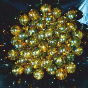 Зеленый янтарь шар