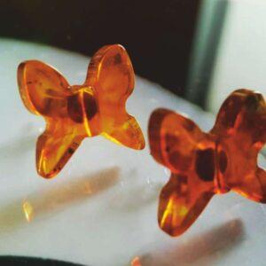 Коньячные бабочки серьги из янтаря