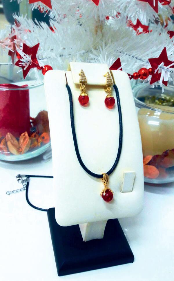 Комплект из красного янтаря