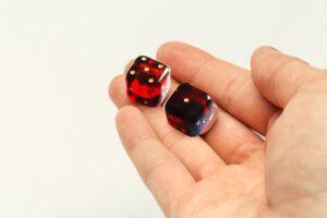 Игральные кубики из янтаря