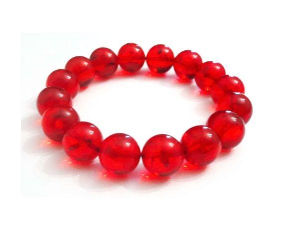 Красный браслет из янтаря