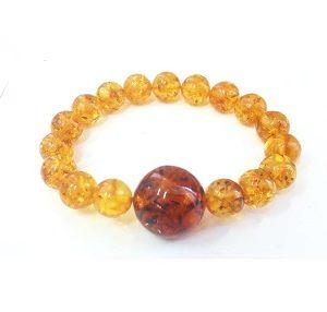 Яркий браслет из янтаря с большим шаром